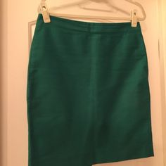 J Crew Emerald Green Pencil Skirt (Sz 8) This is a perfect color for all seasons! This emerald green pencil skirt would be cute with a tee shirt and denim jacket or a sweater if you need to be dressier for work. Gently worn. Dry clean only. J. Crew Skirts Pencil