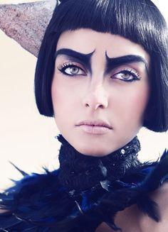 Love this dramatic makeup x