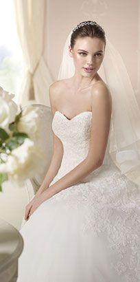 Smuk White One brudekjole i str 34 med sweetheart udskæring, smukke blonder og tyl. Nypris: 14000 kr. VintageGirl pris: 7800 kr.