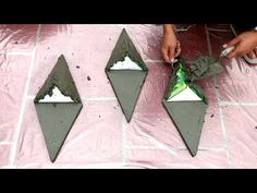 DIY - ❤️ CEMENT CRAFT IDEAS ❤️ - Making simple home-made wall pots I did a lot of flower pots and it sealed my garden. Cement Art, Cement Walls, Cement Crafts, Concrete Art, Concrete Garden, Cement Flower Pots, Construction Crafts, Simple House, Projects To Try