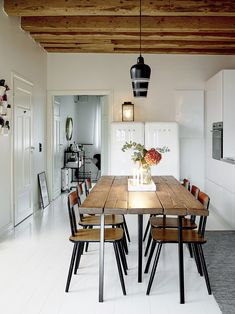 Vanhassa Tullitalossa ei ollut aiemmin asuttu, mutta raakatilasta rakennettiin hurmaava koti Nitalle, Valtterille ja Helmer-pojalle.