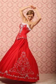 A(z) 9 legjobb kép a(z) Magyar menyasszonyi ruhák táblán  b0b8ea4563