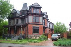 These are some pictures of Detroit houses I took a few years ago. Detroit has a rich history of architectural masterpieces that you don't find in homes of today. Detroit Houses, Historic Homes, Old Houses, Michigan, Beautiful Places, Victorian Houses, Mansions, Architecture, House Styles