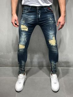 Shop modern and trendy jeans for men. Ripped, distressed, stonewashed, embroidered, and zipper jeans. Ripped Jeans Style, Superenge Jeans, Patched Jeans, Ankle Jeans, Streetwear Jeans, Streetwear Fashion, Trendy Jeans, Striped Jeans, Jean Outfits