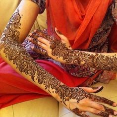 These traditional Indian mehndi tattoos are only temporary, but you'll wish they weren't.