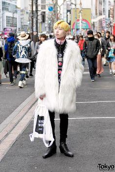 awesome look. LOVE the white fake fur coat ... Manaya, 19 years old, student | 8 March 2017 | #Fashion #Harajuku (原宿) #Shibuya (渋谷) #Tokyo (東京) #Japan (日本)