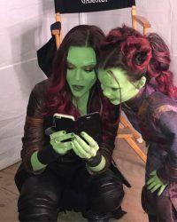 The two Gamora's, Zoe Saldana and Daphne Diaz. Marvel Comics, Marvel Women, Marvel Girls, Marvel Actors, Marvel Funny, Marvel Heroes, Marvel Avengers, Marvel Photo, The Villain