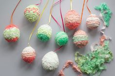 These handmade DIY Easter decorations, crafts, and gifts will put a fresh face on spring. Find tons of Easter craft inspiration here, from DIY napkins to easy-to-make bunny baskets and more. Kids Table Wedding, Wedding With Kids, Diy Wedding, Wedding Ideas, Easter Egg Crafts, Easter Eggs, Hoppy Easter, Diy Osterschmuck, Diy Crafts