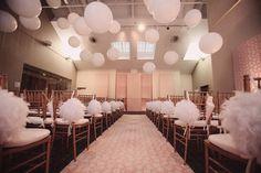 pompons-chaises-ballons-ceremonie