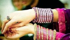 Young girls would love to wear glass bangles in beautiful designs. Each year, so many glass bangles designs are coming. Have a look at designs of glass bangles 2015 for girls. Ladies Bangles, Gold Bangles, Bangle Bracelets, Ethnic Jewelry, Indian Jewelry, Fine Jewelry, Indian Bangles, Boho Jewelry, Jewelery