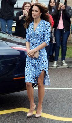 Kate Middleton Photos Photos - Catherine, Duchess of Cambridge arrives at…