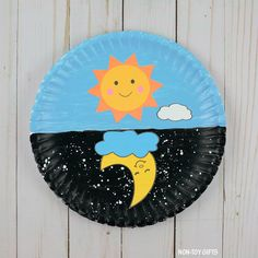 Day And Night Craft For Kids - Sun And Moon Printable A day and night craft made with paper plates. An interactive craft for preschoolers and older kids. Great for an Earth, Sun and Moon unit. Jellyfish Drawing, Jellyfish Painting, Jellyfish Facts, Jellyfish Tattoo, Jellyfish Quotes, Jellyfish Sting, Jellyfish Aquarium, Watercolor Jellyfish, Watercolor Moon