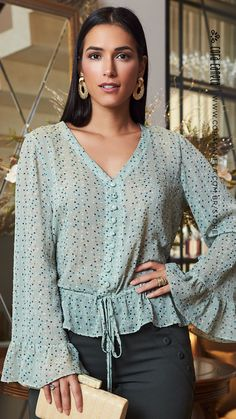 Look Office, Stylish Blouse Design, Crop Top Outfits, Elegant Outfit, Look Chic, Casual Chic, Blouse Designs, Beautiful Outfits, Ideias Fashion