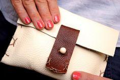 DIY Clutch DIY Leather Pouch Clutch DIY Clutch Diy Clutch, Diy Purse, Clutch Bags, Diy Leather Pouches, Leather Purses, Diy Accessories, Leather Accessories, Diy Journal Books, Leather Projects