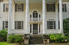 Old southern plantation homes are so beautiful
