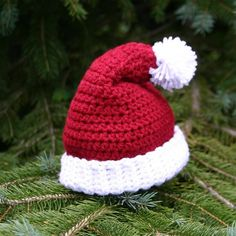 Handmade Pompon Hat Crochet Beanie Santa Pattern for 2015 Christmas - Christmas Tree, Christmas Crafts - Miraculous ☆ Christmas 2015 crochet santa to surprise your friends! Crochet Santa Hat, Crochet Christmas Hats, Holiday Crochet, Crochet Baby Hats, Crochet Beanie, Knit Crochet, Crochet Crafts, Yarn Crafts, Crochet Projects