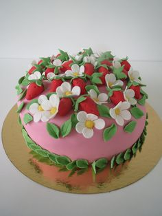 Strawberries and blossoms cake