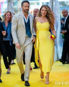Blake Lively Debuts Her Baby Bump In Pokeman Yellow For The 'Pokeman Detective Pikachu' New York Premiere - Red Carpet Fashion Awards Source by lively casual style Blake And Ryan, Blake Lively Ryan Reynolds, Celebrity Wedding Dresses, Celebrity Weddings, Celebrity Style, New York People, Blake Lively Style, Shower Dresses, Red Carpet Looks