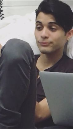 Ma what a fuck🤣🤣🤣 Memes Cnco, Fandom Memes, Meme Faces, Funny Faces, Erik Brian Colon, Reaction Pictures, Funny Pictures, Love You Very Much, Just Pretend