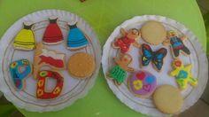 Más galletas decoradas.