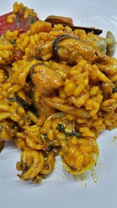 ARROZ CON MARISCO CBF@ Tempura, Curry, Puerto Rico, Ethnic Recipes, Pasta, Food, Stew, Recipes With Rice, Desserts