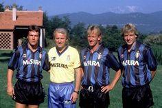 """Em 1989, o colosso Inter de Milão tinha nas suas fileiras o mítico trio proveniente da Alemanha - Lothar Matthäus, Andreas Brehme e Jürgen Klinsmann. Já no comando técnico dos """"nerazzurri"""" surgia Giovanni Trapattoni."""