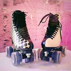 Roller Skate Shoes, Quad Roller Skates, Roller Disco, Roller Derby, Roller Skating, Ice Skating, Cute Photos, Sock Shoes, Retro