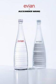 """エビアン(EVIAN)がデザイナーとコラボする""""エビアンデザイナーズボトル""""の第9弾は「アレキサンダー ワン(ALEXANDER WANG)」だ。ボトルには過去のコレクションにも使用したことのあるバーコードのデザインがあしらわれ、白と黒の2..."""