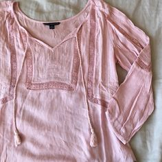 Quarter Sleeve Top 🍍 No low ball offers  🍍 No modeling - if it fit I would have already posted a picture  🍍 POSH ONLY   A&E pink peasant blouse. Very soft material and quarter sleeve American Eagle Outfitters Tops Blouses