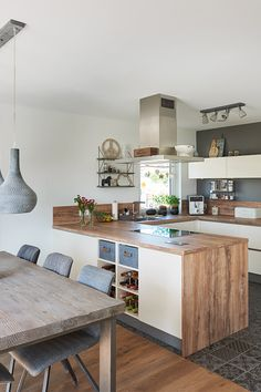 New Kitchen, Kitchen Decor, Rustic Kitchen Lighting, Bungalow Kitchen, Dining Room Inspiration, House And Home Magazine, Interior Design Kitchen, Home Kitchens, Sweet Home