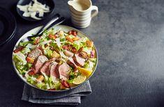 Salade césar au porc grillé Bacon, Salad Recipes, Sausage, Bbq, Meat, Food, Grilled Pork, Caesar Salad, Salads