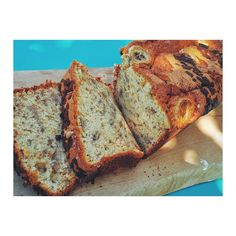 🍌💥 Banana bread 💥🍌 Reteta este in bio sau pe blog www.mamamoderna.ro - >Banana bread . . . #bananabread #retetesimple #mamamoderna #prajituri #prajituridecasa#retetesanatoase #reteteculinare  #mancare #mancaresanatoasa #mancarebuna #mamici #mama #viatademamica  #mamica #mamamoderna #retetemamamoderna #românia Banana Bread, Desserts, Blog, Instagram, Banana, Food Food, Tailgate Desserts, Deserts, Postres