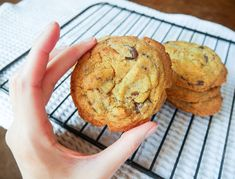 Best Ever Vegan Chocolate Chip Cookies! Crunchy on the outside, soft and chewy on the inside. These are seriously so so so good! Vegan Food, Vegan Recipes, Perfect Chocolate Chip Cookies, Muffin, Breakfast, Blog, Morning Coffee, Veggie Food, Vegane Rezepte