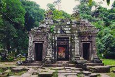 #watphotemple #champasak #unesco #worldheritage #laos #asia #temple #ancientcity #explore #adventure #throwback #travel #nature #life #beautiful by eliparfaite http://bit.ly/AdventureAustralia