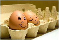 This post is about Egg Design but it's nothing to do with Easter egg. In this Article, you will see a list of Creative Egg Pictures where Artist create an expression on the eggs by drawing faces. Funny Easter Eggs, Funny Eggs, Easter Crafts, Crafts For Kids, Egg Pictures, Free People Blog, Egg Designs, Egg Art, Easter Holidays