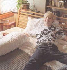 How can something be do cute and hot at the same time. Jungkook Jeon, Min Yoongi Bts, Min Suga, Suga Suga, Bts Summer Package, Agust D, Daegu, Record Producer, Boyfriend Material