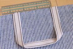 初心者でも簡単!型紙なしレッスンバッグ(絵本&図書バッグ)と上履き入れの作り方☆切り替えとマチ付きのシンプルデザインで男の子でも女の子でもOK![裁断イメージ無料ダウンロード] | ひらめき工作室 Sewing Patterns Free, Free Pattern, Sewing Leather, Patchwork Bags, Learn To Sew, Diy And Crafts, Sewing Projects, Tote Bag, Handmade
