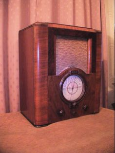 Art Deco 1930's Antique Pilot U535 Vintage Valve Radio Art Deco
