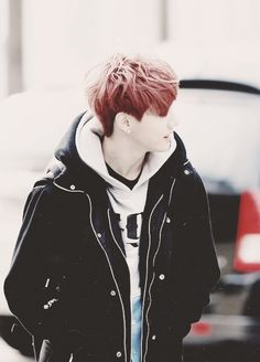 And a picture of GOT7 Mark because fkyeah it satisfies me in every way!