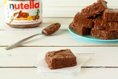 Easy Nutella Fudge - only 4 ingredients! | www.chocolatemoosey.com