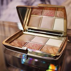 The new Hourglass Holiday 2015 Palette - blush, highlight, bronze & finishing! Coming to Space NK in October, watch out! http://www.whatdoyoufancy.de/2015/08/wunschstueck-der-woche-hourglass-holiday-palette-2015.html