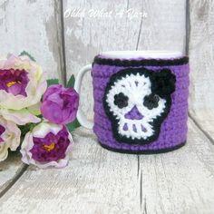 Crochet purple sugar skull mug hug, mug cosy, mug cozy. Crochet Mug Cozy, Hand Crochet, Great Christmas Gifts, Christmas Time, Wool Wash, Button Flowers, Inspirational Gifts, Scary Halloween, Sugar Skull
