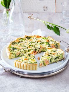 Our popular recipe for salmon quiche in wild garlic egg milk and more than other free recipes on LECKER. Our popular recipe for salmon quiche in wild garlic egg milk and more than other free recipes on LECKER. Lemon Sauce For Salmon, Salmon Quiche, Wild Garlic, How To Cook Fish, Sandwiches For Lunch, Savoury Baking, Quiche Recipes, Sandwich Recipes, Milk Recipes