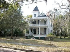 1886 Stick Victorian – Palatka, FL – $110,000 Beds: 4 Baths: 2 Sqft: 3328 Acres: .41