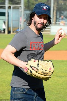 Keanu Reeves throws opening pitch for youth baseball league in LA Keanu Reeves Young, Keanu Reeves John Wick, Keanu Charles Reeves, Keanu Reeves Quotes, Game Day Quotes, Arch Motorcycle Company, Keanu Reaves, Little Buddha, Baseball League