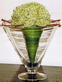 bloemstuk dat lang mooi blijft droogbloemen Omgekeerde kegel met Hydrangea arborescens Annabelle