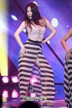 #Sistar #Soyu Kpop Girl Groups, Korean Girl Groups, Kpop Girls, Sistar Soyou, Starship Entertainment, Stage Outfits, South Korean Girls, Tie Dye Skirt