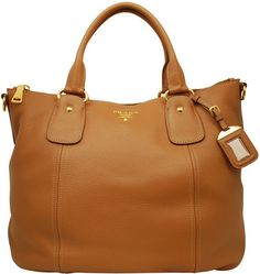 Coarse grain soft leather Prada hobo with double carry handle, detachable shoulder strap and central zip closure. Mmm I like!