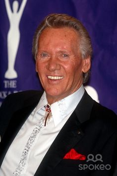 Bobby Hatfield of The Righteous Brothers was born on this day in 1940 60s Music, Folk Music, Bobby Hatfield, Lost That Loving Feeling, Bill Medley, The Righteous Brothers, Leo Birth Dates, Unchained Melody, Famous Men