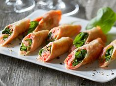 salmon snacks-need filo Bite Size Appetizers, Finger Food Appetizers, Finger Foods, Tapas Recipes, Appetizer Recipes, Healthy Recipes, Healthy Food, Fish Dishes, Tasty Dishes